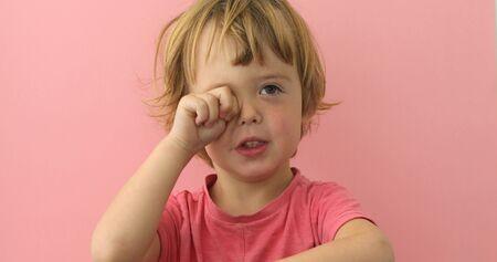 Mon enfant a-t-il besoin de verres correcteurs ? Comment détecter cela ?